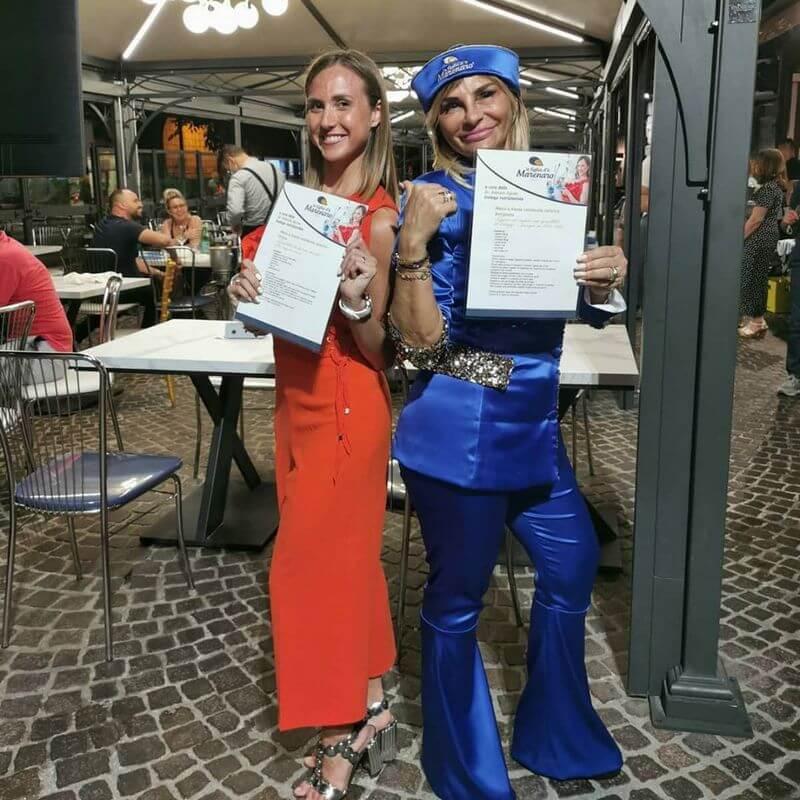 la dottoressa Alessia Aprea al famoso ristorante di Napoli a figli ro marinaro